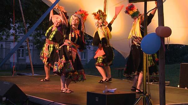 bolivianischer tanz.jpg